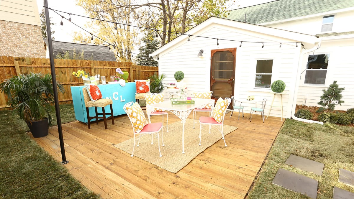Nicole turns the Lake Orion cottage's backyard into a peaceful hangout.