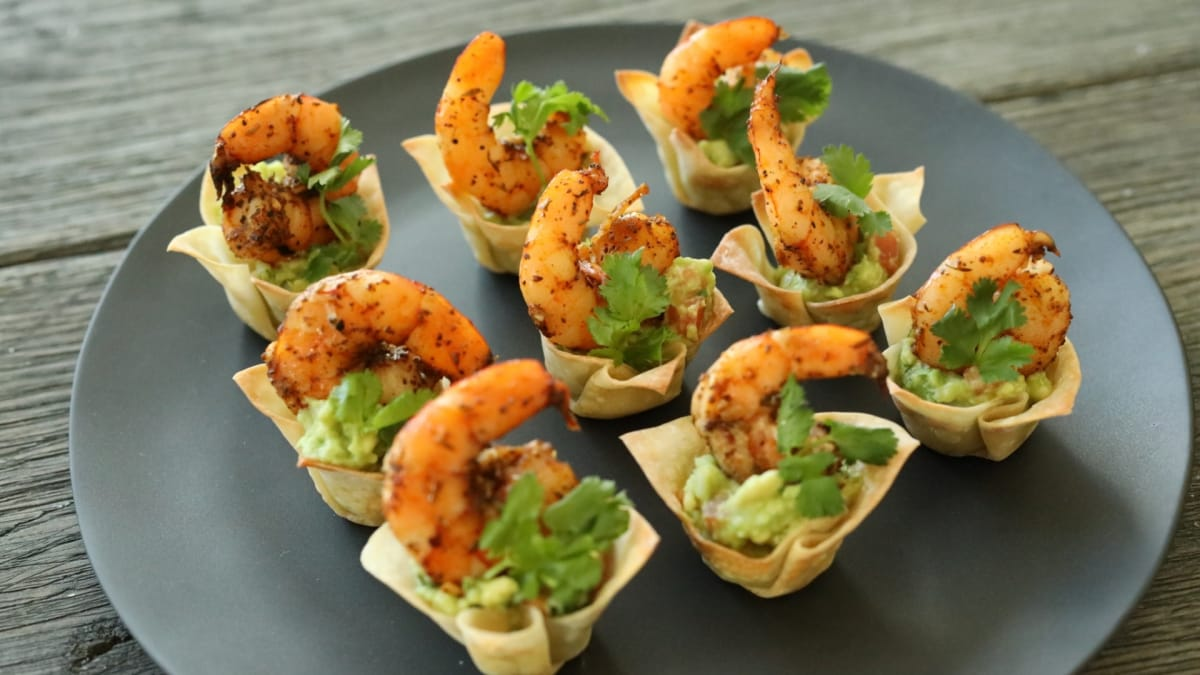 Get incredible fusion with these Cajun guacamole shrimp cups.